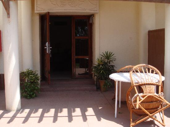 Albilad Hotel: Courtyard in front of bungalow