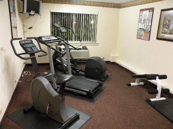 Ramada Tuscaloosa: huge fitness center