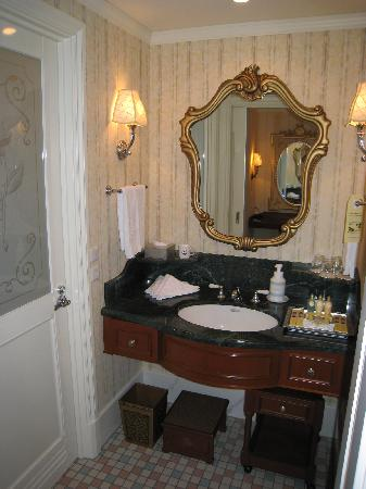 Tokyo Disneyland Hotel : Bathroom