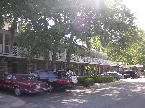BEST WESTERN PLUS St. Simons: Small hotel but free parking was nice