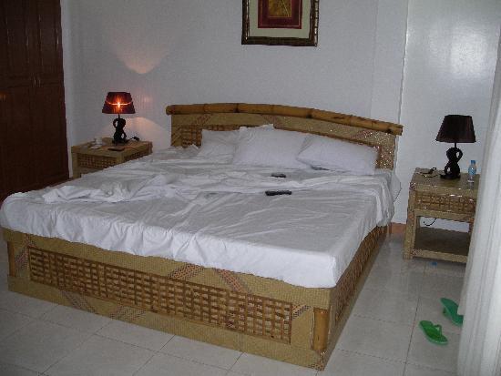 Anda White Beach Resort: The room