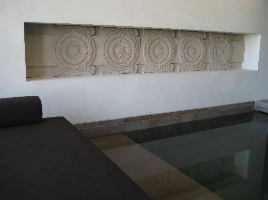 The Lodhi: Plunge pool area