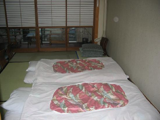 kosuien beds on tatami mat