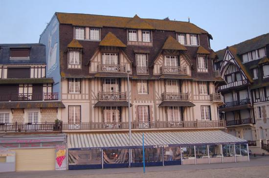 Le Flaubert: Vista del hotel desde la playa