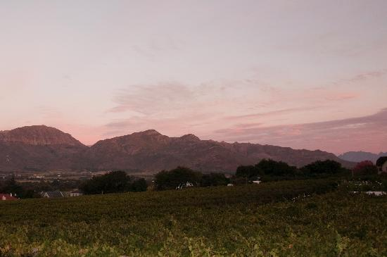 Paarl, Sudáfrica: View from our room at sunset
