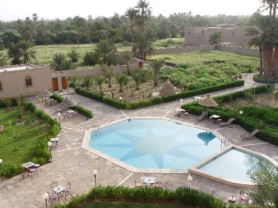 Hotel Ksar Assalassil: piscine et jardin palmeraie