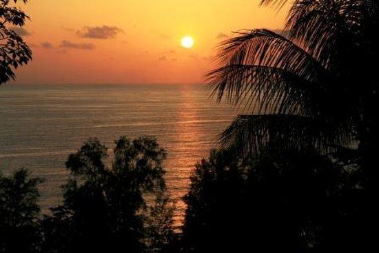 Phuket, Thaïlande: coucher du soleil en direction de Surin Beach