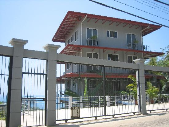 Villa Manuel Antonio: View from the front