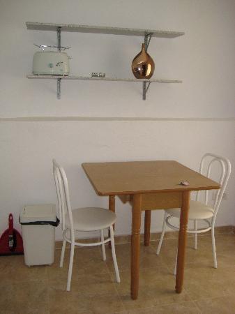 Casa Colina: Olive Suite Dining Area