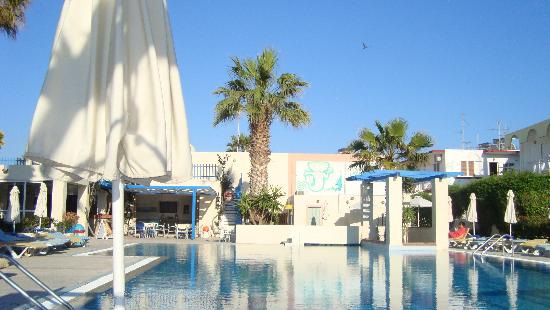 Nissia Kamares Hotel Apartments: swimming pool area