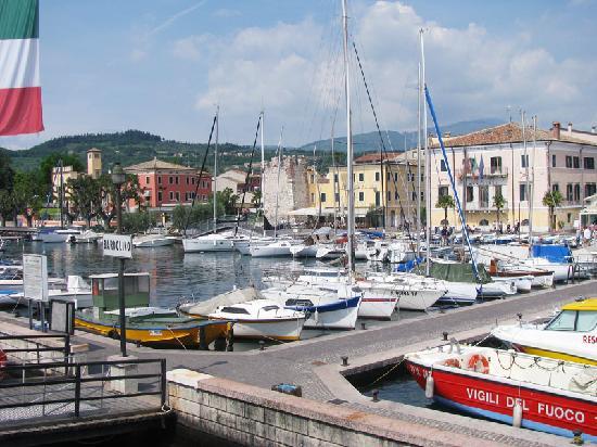 Hotel Villa Letizia: The harbour at Bardolino