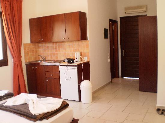 Marianthi Studios & Apartments: open plan kitchen area