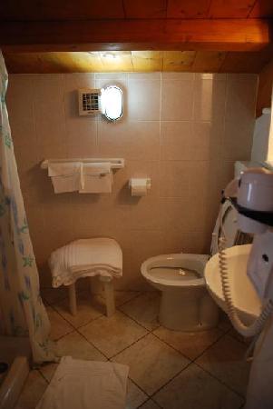Hotel 4 Mori: bathroom