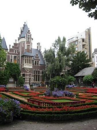 Antwerp Zoo (Dierentuin) : A beautiful garden