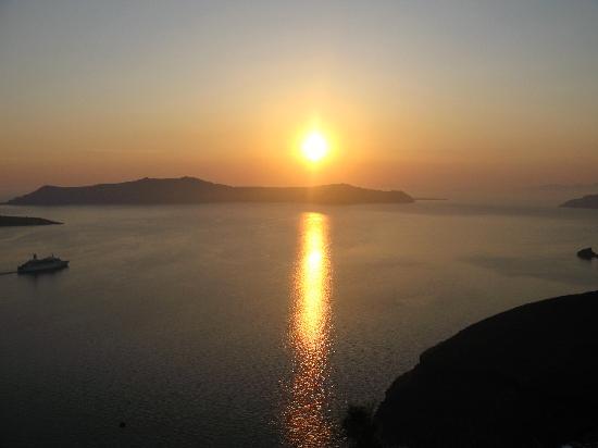 Villa Renos: Ahhh, Santorini sunset from my balcony