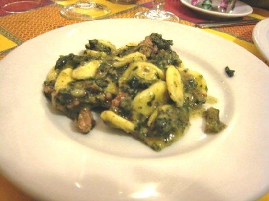 Piacere Molise: The orecchiette pietrabbondante (chicory, sausage & truffle pasta) was sinfully delicious!