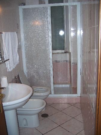 The Palms : Bathroom