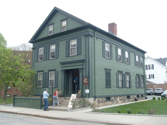 Lizzie Borden House: Outside of the B&B and Museum