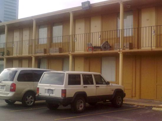 Greenway Inn & Suites: More Pic of Back