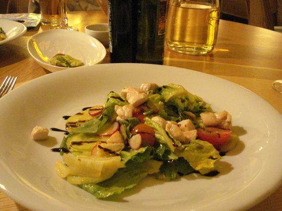 Pasta Fresca: 前菜の前に、アミューズで、アスパラガスのブルスケッタをプレゼントしてくれました。
