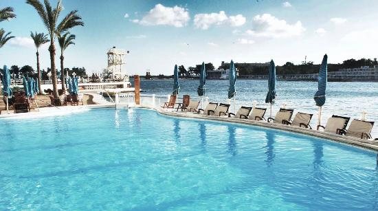 Helnan Palestine Hotel : pool by our room, by the beach!
