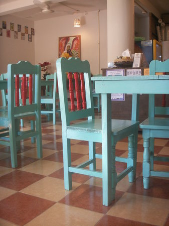 Cafe Juanita: Bright colours style