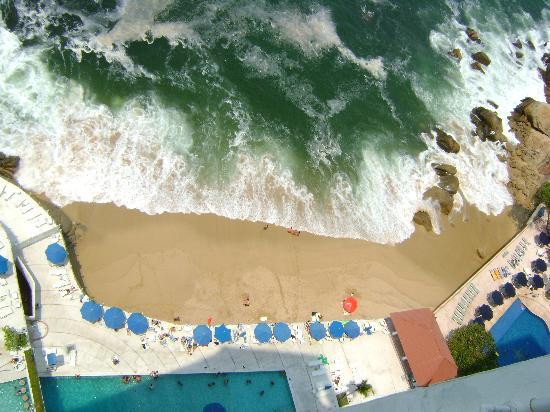 Las Torres Gemelas: En la playa rentan los camastros