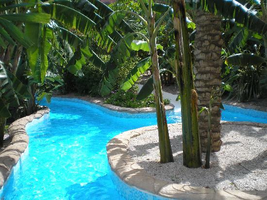 Playacalida Spa Hotel: Canales de agua por donde te puedes bañar