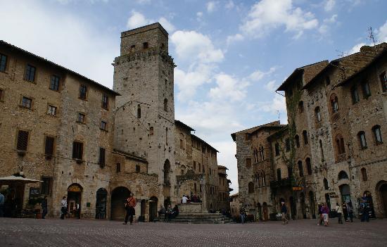 Fabio Apartments San Gimignano: One of the piazza's of San Gimignano