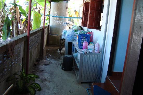 Blue Diamond Lodge: Nebenraum der Küche