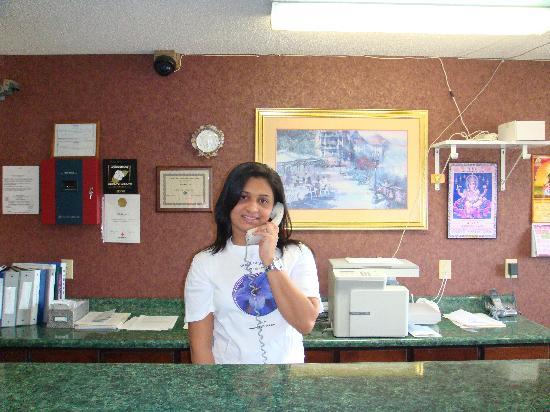 Wadley, GA: Front desk staff