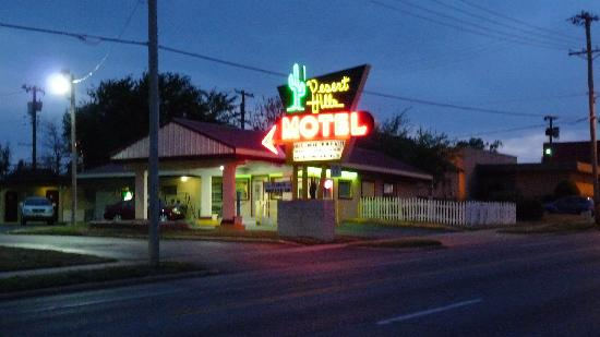 Desert Hills Motel: Night photo
