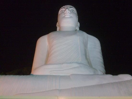Kandy, Sri Lanka: Lord Buddha statue