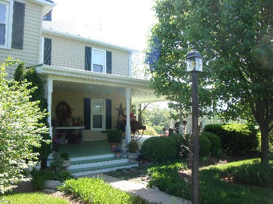 Piney Hill Bed & Breakfast: The porch