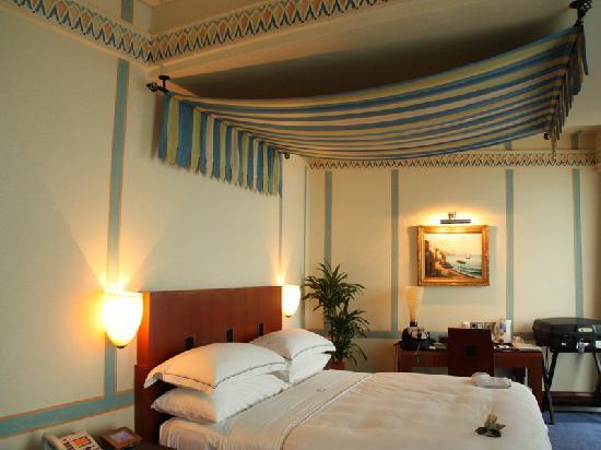 Rosewood Jeddah : Bedroom decor.