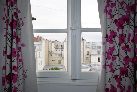 fenster aussicht zi 505 bild von hotel arvor saint georges paris tripadvisor. Black Bedroom Furniture Sets. Home Design Ideas