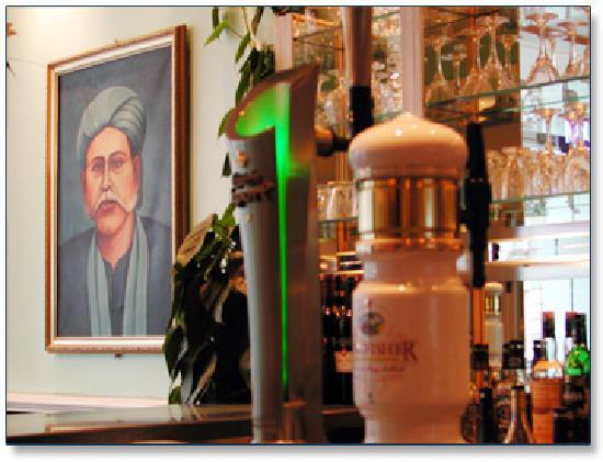 Hason Raja Indian and Bangladeshi Restaurant and Takeaway: Bar