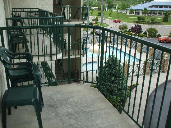 Park Grove Inn : View from the 3rd floor balcony.