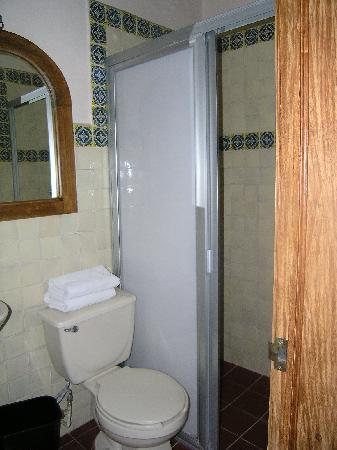 Hotel Senorial: bathroom