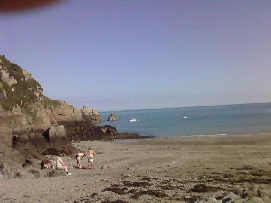 Les Douvres Hotel: bEAUTIFUL SECLUDED BAY A SHORT WALK FROM lES dOUVRES, BUT STRONG LEGS NEEDED FOR THE WALK BACK,