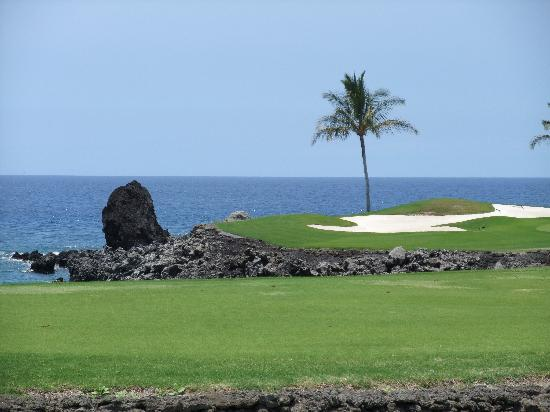 Kohala Coast, Hawaï : #15 South, made it to the green with my 2iron, but...