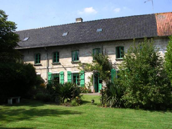 Saint-Pol-sur-Ternoise, Francja: Rear of the house overlooking the garden