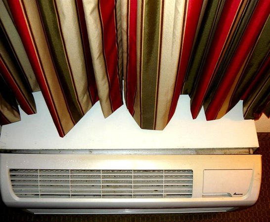 Quality Suites Altavista - Lynchburg South: Broken Air Conditioner