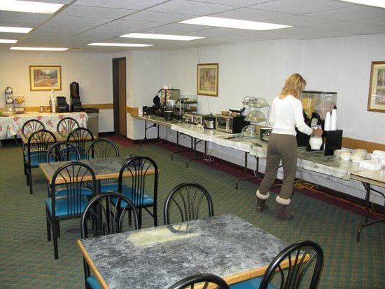 Americas Best Value Inn & Suites: Breakfast Spread