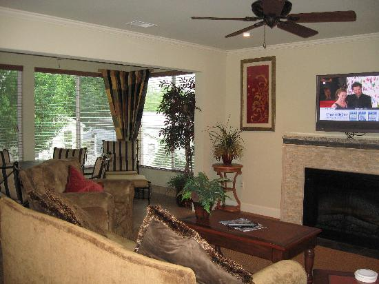 Suites at Fall Creek: Breakfast nook, Living Room