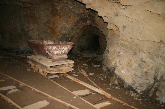 Mendoza, Argentine : Antigo carro no interior das Minas de Paramillos