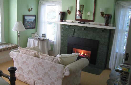 The Harbor House Inn: Harbor House -- Greenwood room