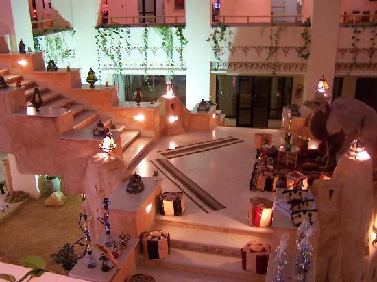 Safira Palms: Le patio en soirée