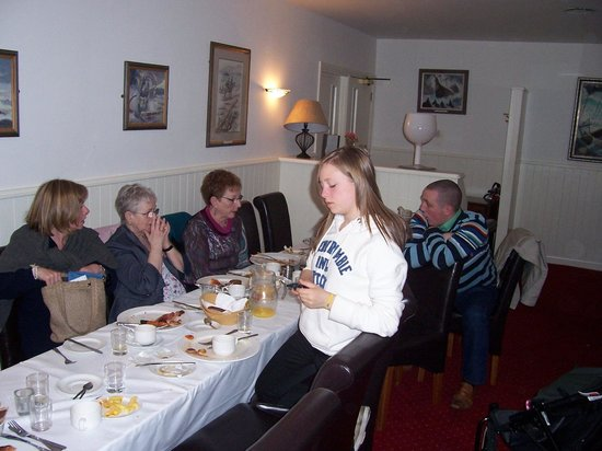 Ballymote, Irland: breakfast with friends at Coach House