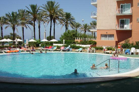 HM Tropical : la piscina dell'hotel